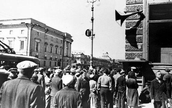 22 июня 1941 года. Ленинград, Невский проспект. Война объявлена.