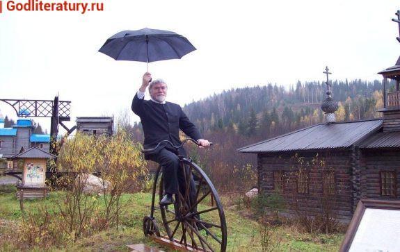 Почетный гражданин Чусового Валентин Курбатов в этнографическом парке города своей юности