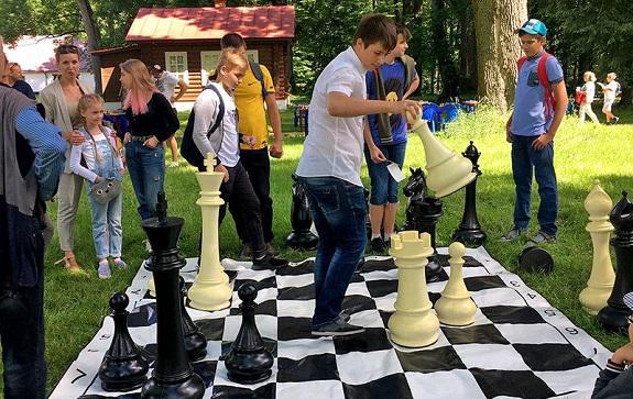 В Спасское-Лутовиново приехали отцы и дети - на первый Тургеневский шахматный турнир