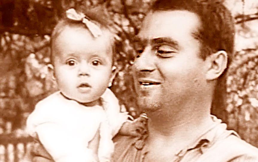 Семён Гудзенко с дочкой Катей. Москва, 1951 год.  / Из личного архива Дмитрия Шеварова