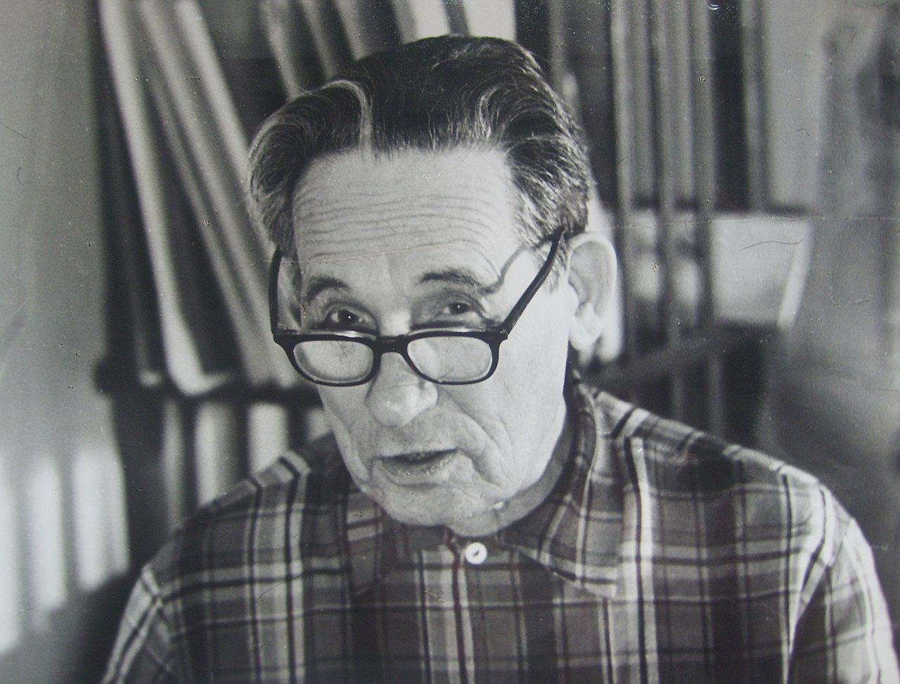 Адриан Митрофанович Топоров (1891 — 1984) — советский писатель, литературный критик и публицист, просветитель, учитель, эсперантист. Автор книги «Крестьяне о писателях» (1930). / wikipedia.org
