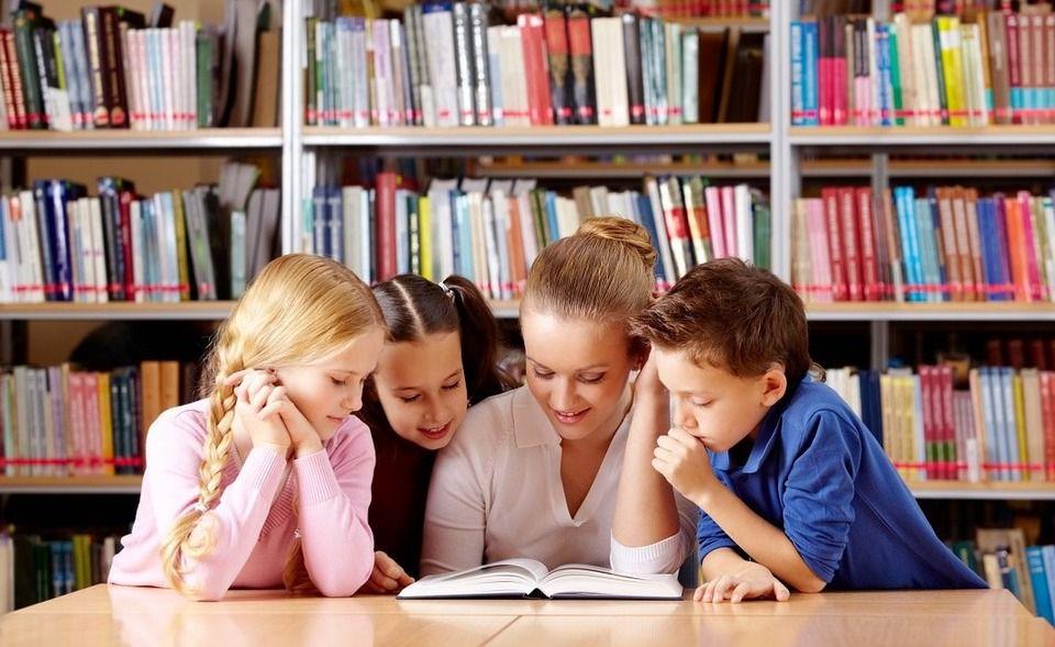 Владимир Путин поручил проработать вопрос о финансировании программы поддержки детского и юношеского чтения.  / sakhodb.ru