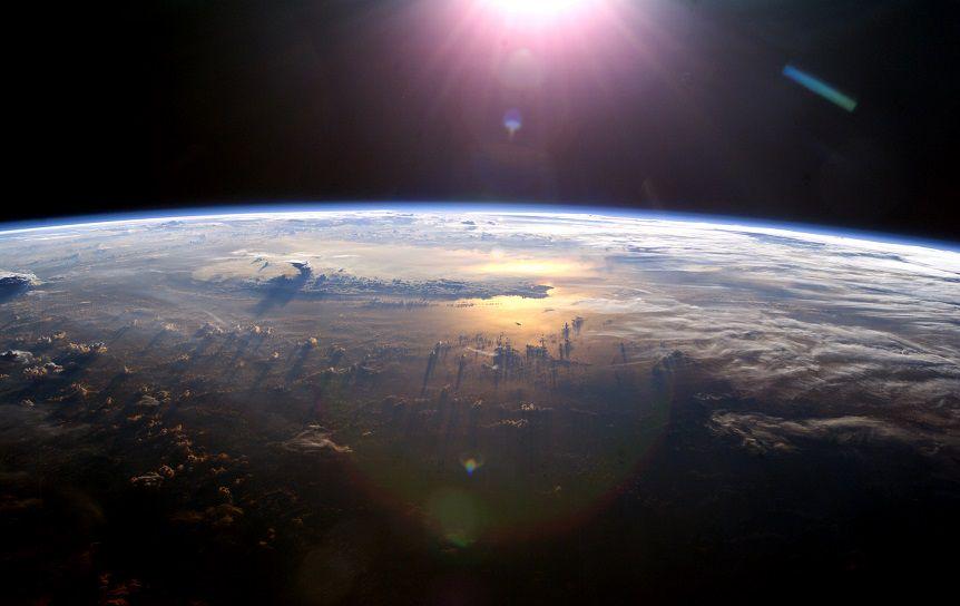 Sun Over Earth (NASA, International Space Station, 07/21/03) / flickr.com