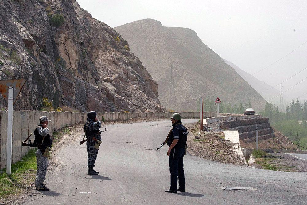 Российских учителей в Таджикистане эвакуировали из района конфликта   / Эламан Карымшаков/РИА Новости