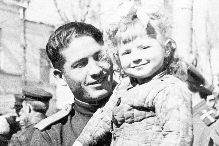 Снимок сделан в Чите 9 мая 1945 года. Фото: Из архива Дмитрия Шеварова