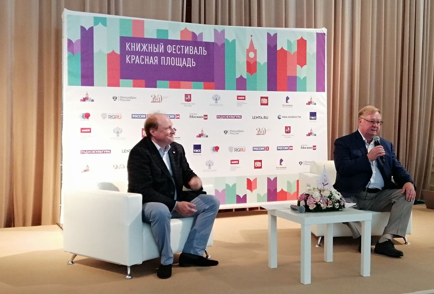 Владимир Толстой и Сергей Степашин (справа)