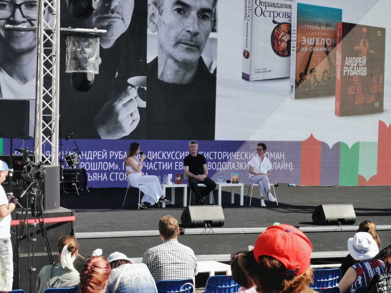 Яхина, Рубанов и Водолазкин рассказали, как писать о прошлом / Наталья Лебедева