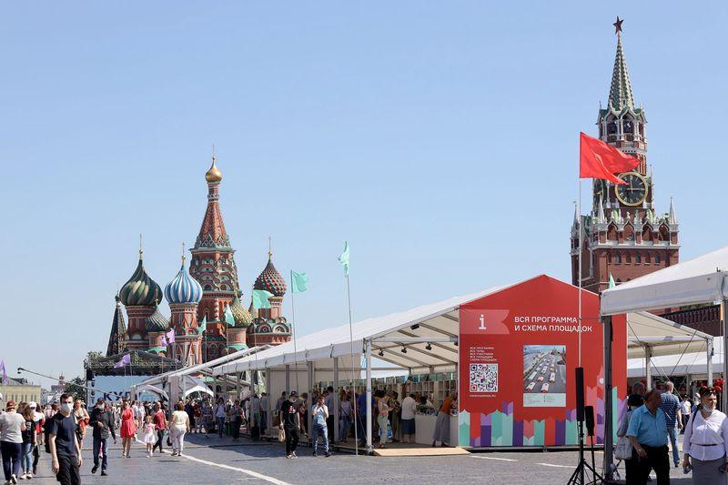 Любой книжный фестиваль, любая книжная ярмарка - это всегда еще и ярмарка тщеславия. / Сергей Михеев