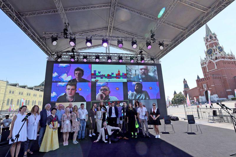 На 'Красной площади' назвали победителей премии «Лицей» для молодых прозаиков и поэтов / Сергей Михеев