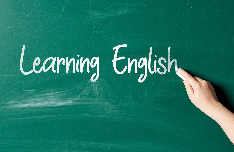 Фото: foto.wuestenigel.com/learning-english-phrase-written-on-the-chalkboard/