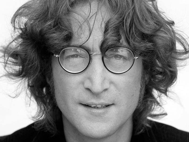 Издательство «Бомбора» выпустило книгу Лесли-Энн Джонс «Кто убил Джона Леннона? Жизнь, смерть и любовь величайшей рок-звезды 20-го века». / ru.wikipedia.org