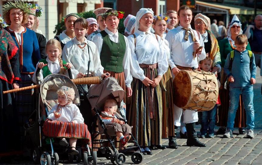 Более трети жителей Латвии считают русский родным языком и с удовольствием общаются на «великом и могучем». Наибольшее количество русскоговорящих в старших возрастных группах (от 55 лет) / leta.lv