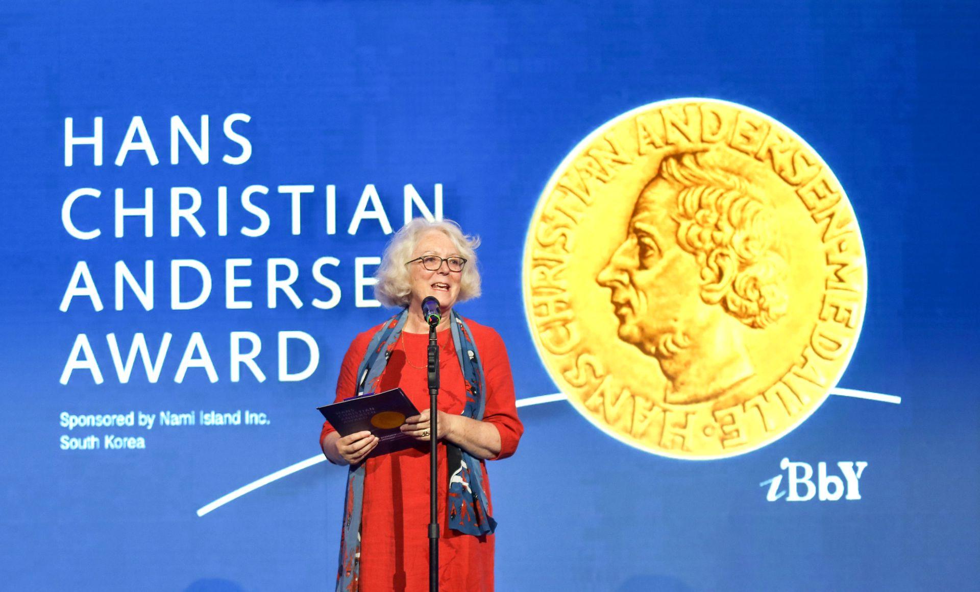 С приветственной речью выступила Лиз Пейдж, исполнительный директор IBBY, которая рассказала о премии Х. К. Андерсена и лауреатах этого года / пресс-служба РГДБ