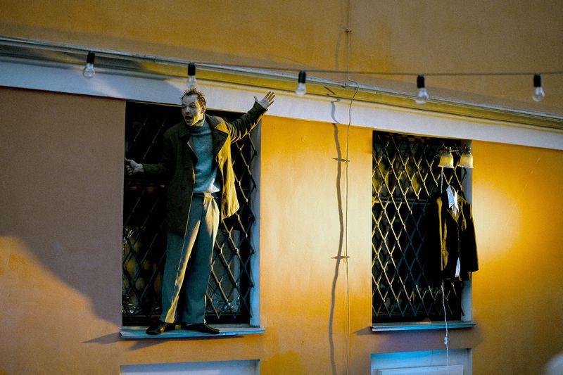 На Пушкинском театральном фестивале в Пскове, 'Невидимый театр' показали проект 'Я шагаю по Москве' в постановке Семена Серзина, посвященный Геннадию Шпаликову / пресс-служба Пушкинского фестиваля