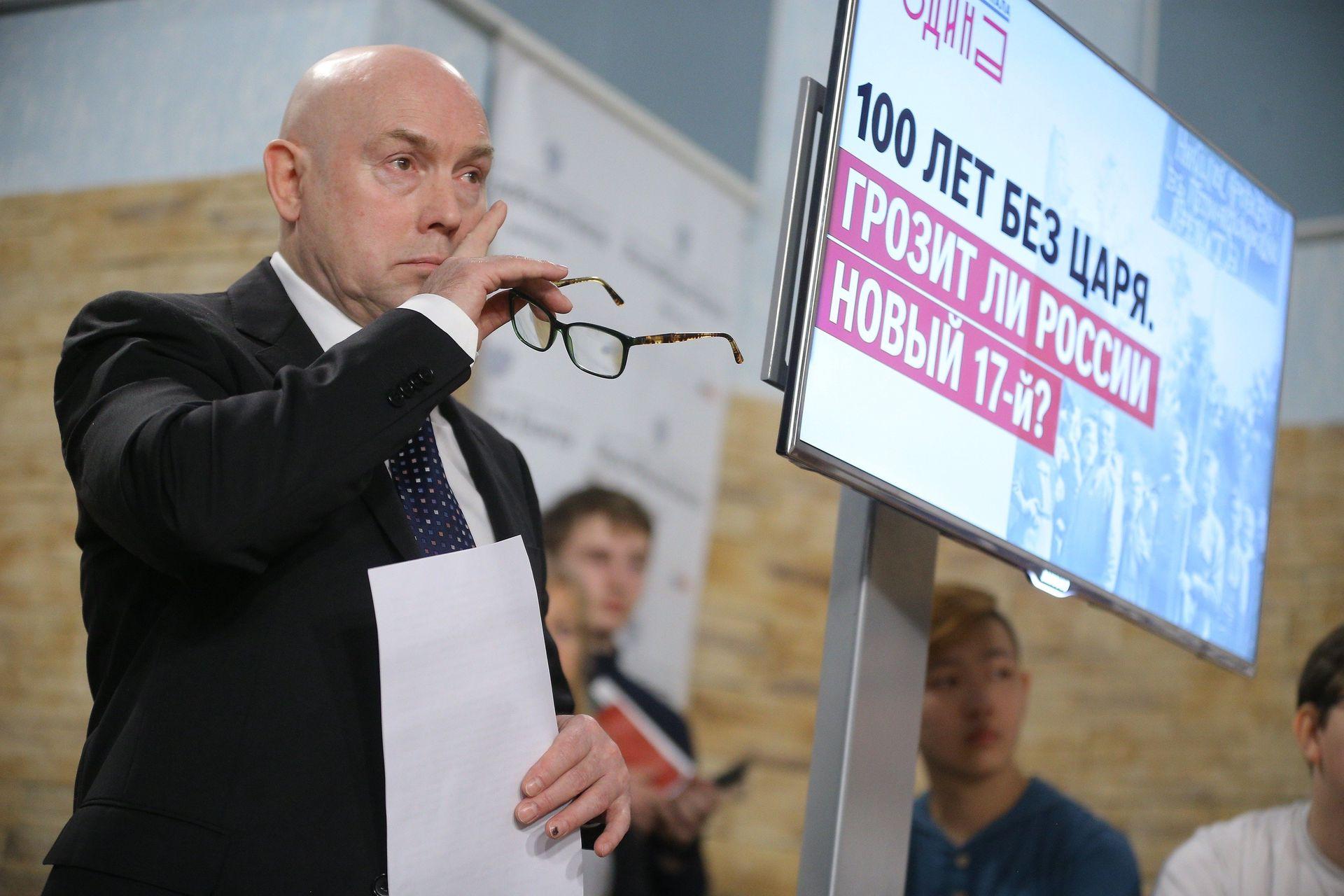 Виктор Сухоруков: Когда слышу: 'Витя, брат, привет!..' -  всегда радуюсь. / Александр Корольков